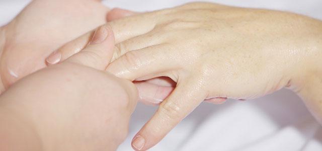 「綺麗な手ですね」と褒められた!【手が大きいことや傷を気にしているのに】