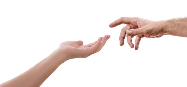 「綺麗な手ですね」と褒められた時にうまいこと返す!【手が大きいことや傷を気にしているのに】